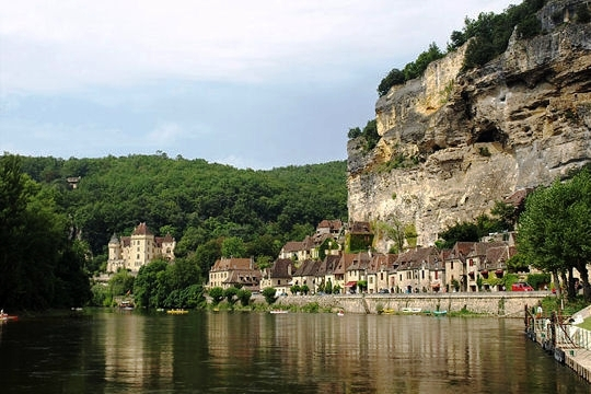 independent walking holiday France la roque gageac dordogne
