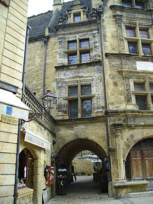 Sarlat historic village easy trail walking tour France
