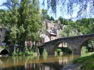 historic town bordering river in Tarn France  self catering independent walking holiday in midi pyrenees