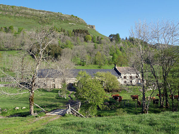La Boudio Auberge gite Cantal Auvergne France independent walking holiday
