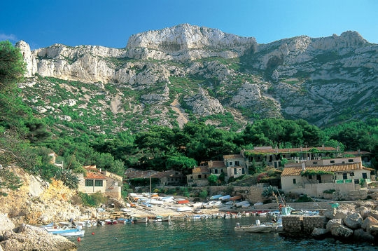 independent walking holiday calanques mediterranean