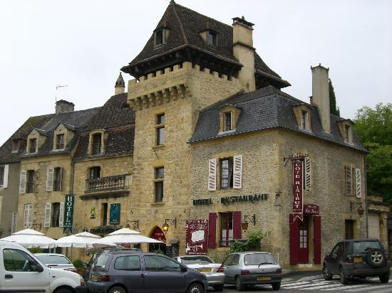 Accommodation sarlat hotel couleuvrine cycling holiday dordogne