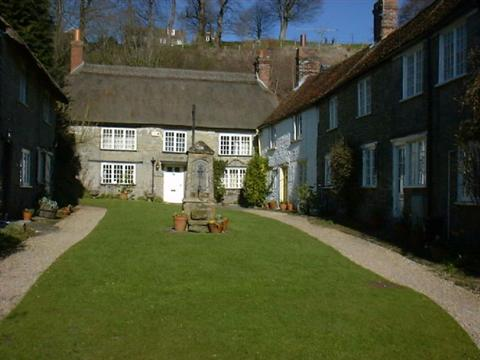 THACHED cottages in Shaftesbury Dorset independent walking holidays in England