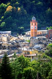 self guided walking holidays in south Alps France perched village