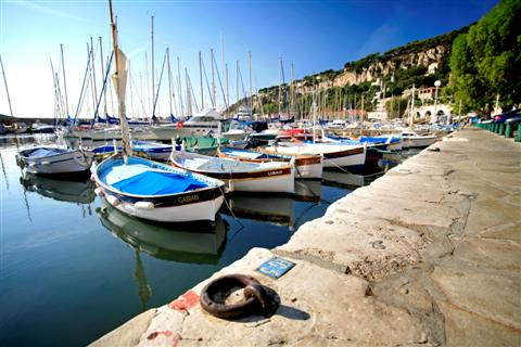 independent walking holiday in med south France port