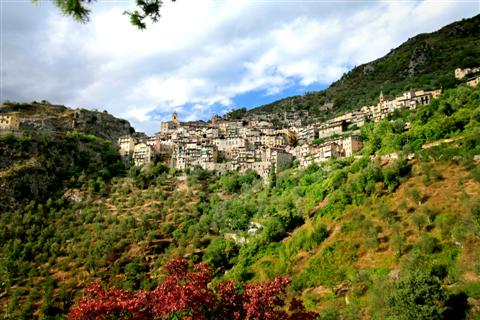 mercantour in south France walking holiday in perched villages