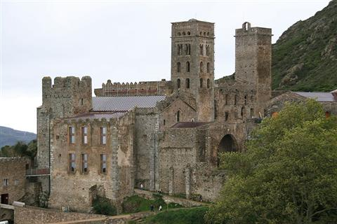 monasrery sant pere de rodes in spain on walking tour