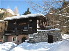 self catering chalet for week rental for skking holiday or walking