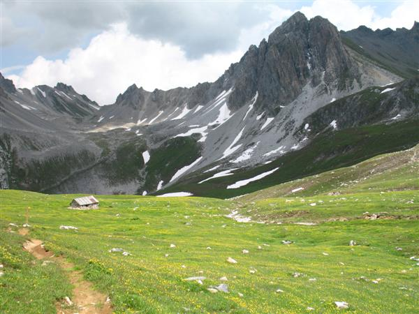independent walking on trails in Vanoise national park in France